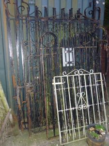 DECORATIVE GATES/FENCING